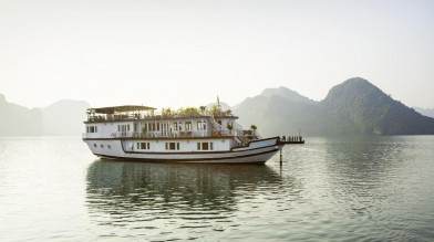 HA LONG BAY ON THE CRUISE AND HOTEL IN CAT BA ISLAND 3 DAYS 2 NIGHTS